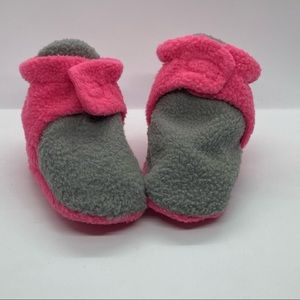 Luvable Friends baby Fleece booties